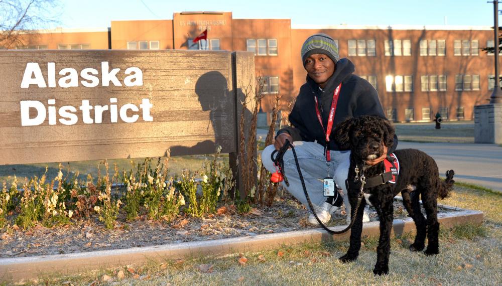 Erik Babb and his service dog Matai. Photo by John Budnik.